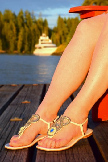 Why Every Female Traveler Needs Slinks.