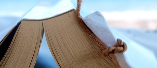 The Ultimate Summer Travel Reading List: 10 Travel Books You Should Have on Your Shelves
