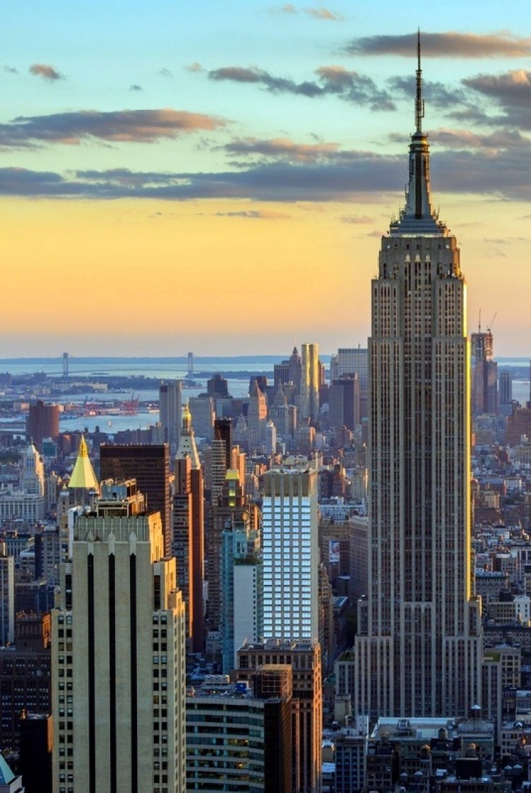 """In terms of sheer variety and abundance of styles and shops, New York City is the """"gleaming shopping Mecca that dreams are made of""""."""