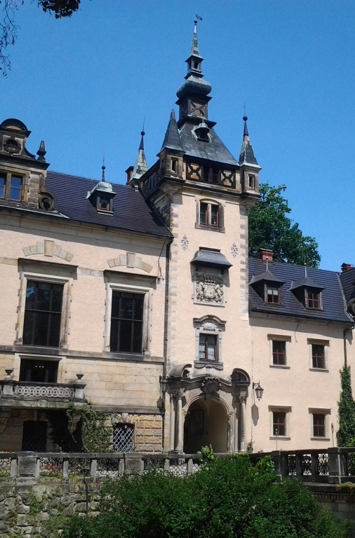 The vast Neo Renaissance Kliczkow Castle