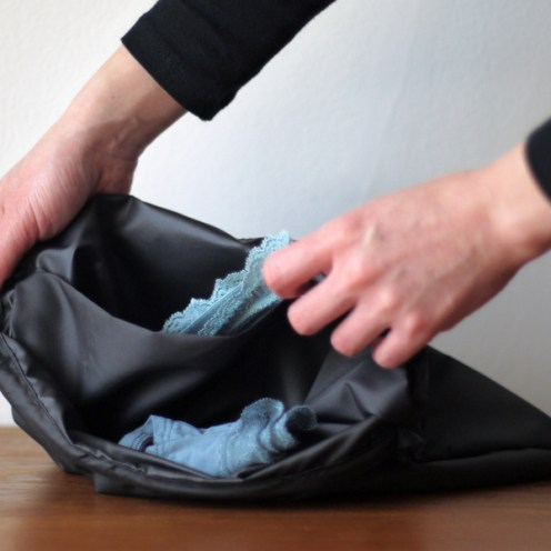 Separate two pocket laundry bag means dirty clothes never have to get lost up in the mix, or land in a pile on the hotel floor.