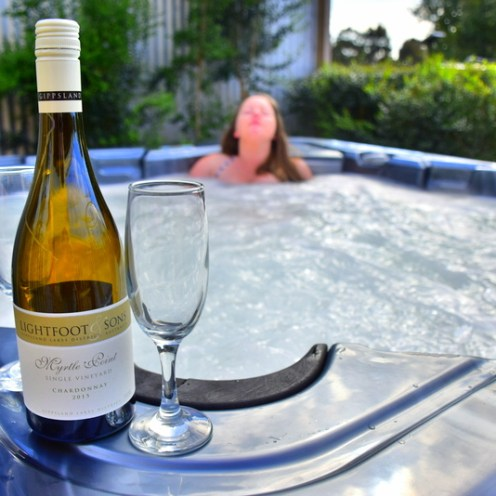 Glamping Review: Contemporary Vacation Cabin with Hot Tub on Gippsland Lakes, Victoria