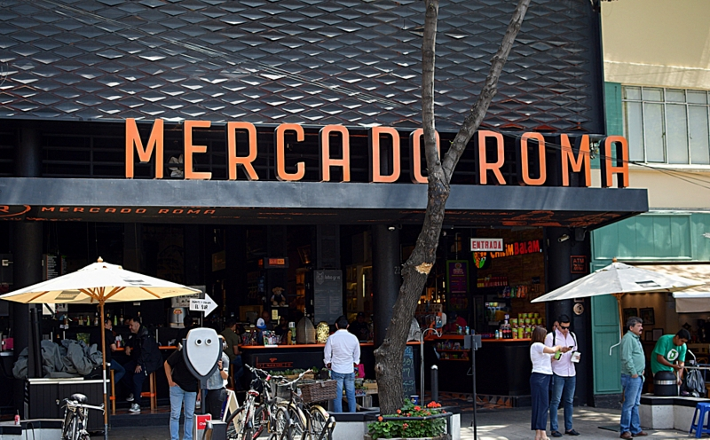 A foodie paradise, the Roma market is all distressed wooden benches and fancy mezcal cocktails.