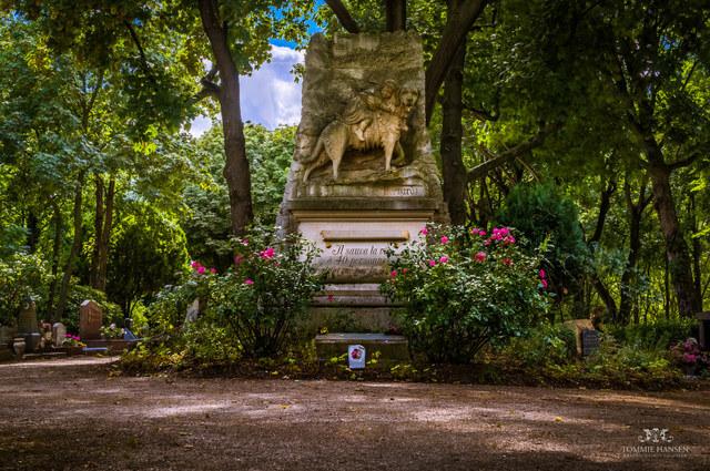 Pet cemetery (Cimetière des Chiens), Paris (France)