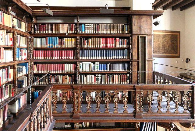 Biblioteca_marucelliana,_sala_di_consultazione_04_ballatoio