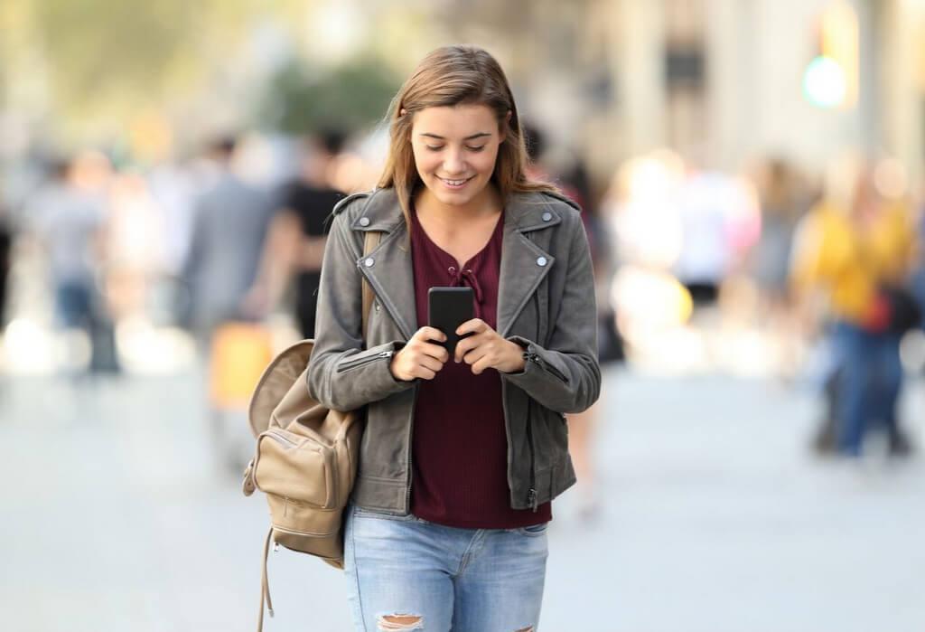 Female woman traveler phone RF