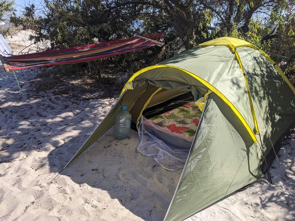 tent-and-hammock on dzharylhach Camping in Ukraine