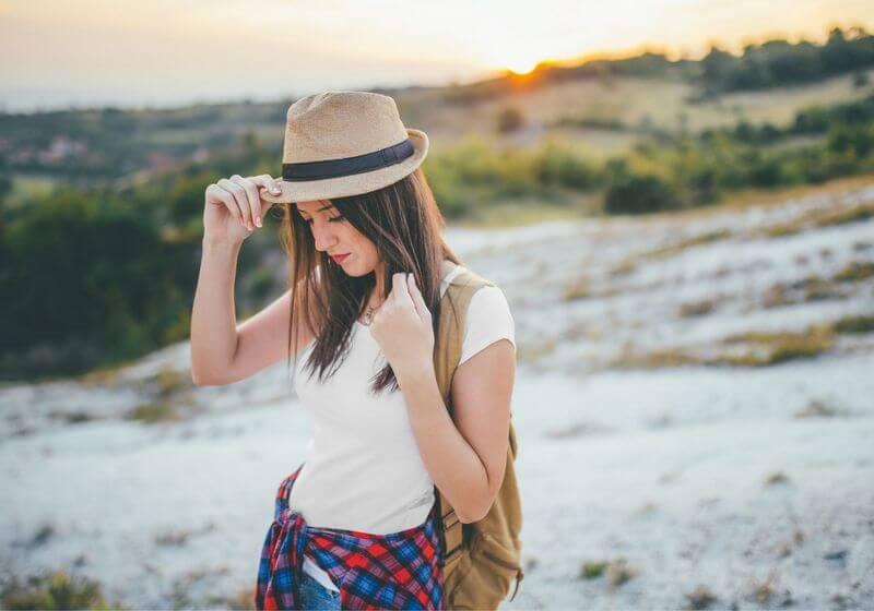 Hiker hat woman RF