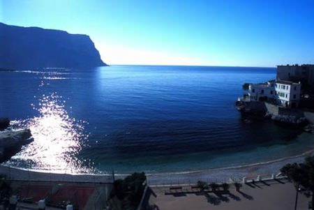 cassis hotel by the beach