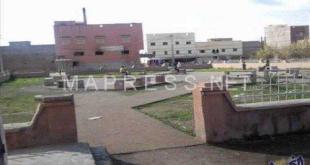 شاب في حالة هستيريا يهاجم المواطنين في الفقيه بن صالح
