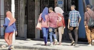 فيديو يوثق شاب يتحرش بالنساء في طنجة وبطريقة مقززة..