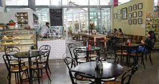 قانون الجلوس في المقاهي لمدة ساعة يدخل حيز التنفيذ