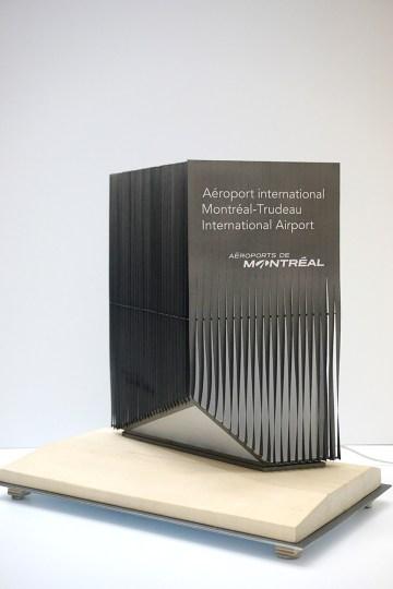 Maquette prototype du signal routier de l'Aéroport International de Montréal
