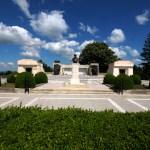 Prim plan cu statuia Maresalului Averescu