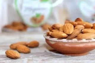 रोगप्रतिकारक शक्ती वाढविण्यासाठी 14 उपयुक्त खाद्यपदार्थ