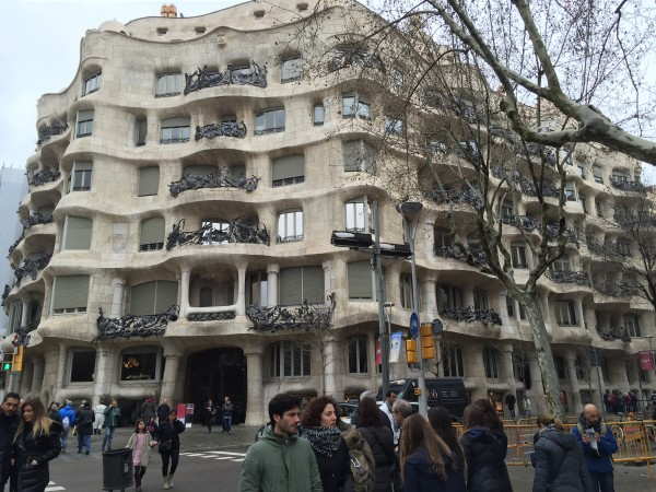 Byggnaden får en känsla av att flyta samman och inte alls vara tre fasader. Foto: privat