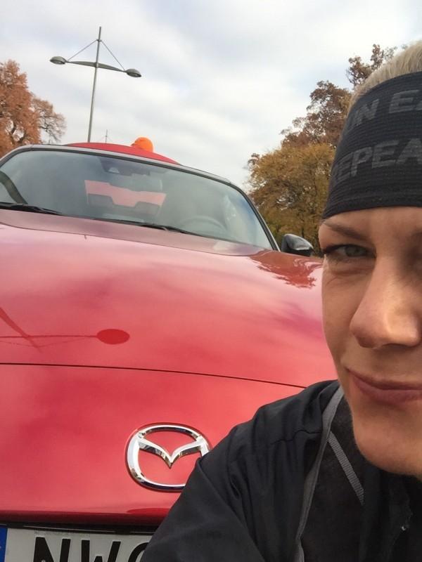 Blev upphämtad av Magnus i min favoritbil Mazda Miata - var sugen på att skippa löpningen och bara cruisa. Foto: privat