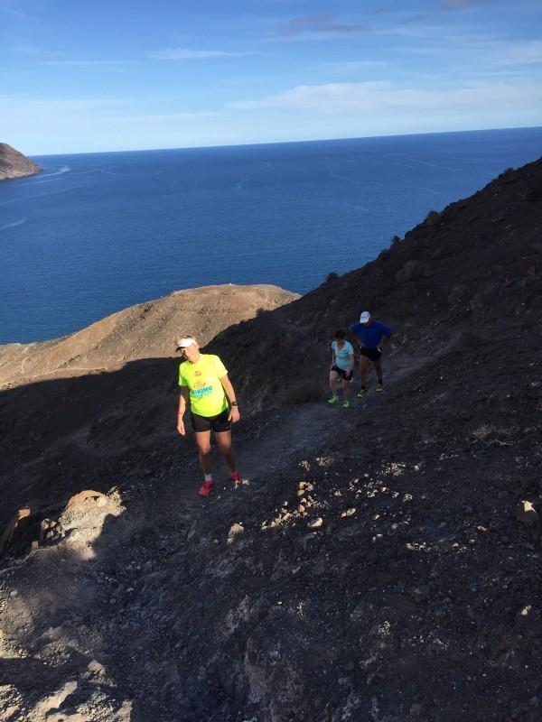 Kristina, Lisa och Rune på väg uppför berget. Foto: privat