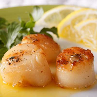 Sea Scallops and Spinach Sauté