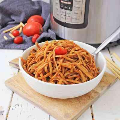 Vegetarian Instant Pot Pasta Puttanesca