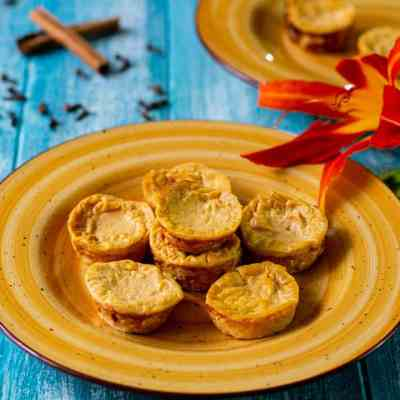 Healthy Pumpkin Cheesecake Bites