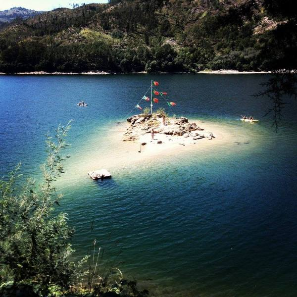 Ilha ou praia fluvial no Gerês