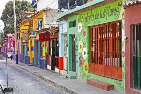 ajijic pueblo colorido