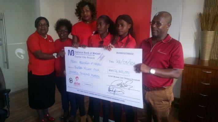 Matseketsa handing over the cheque to Malawi Queens
