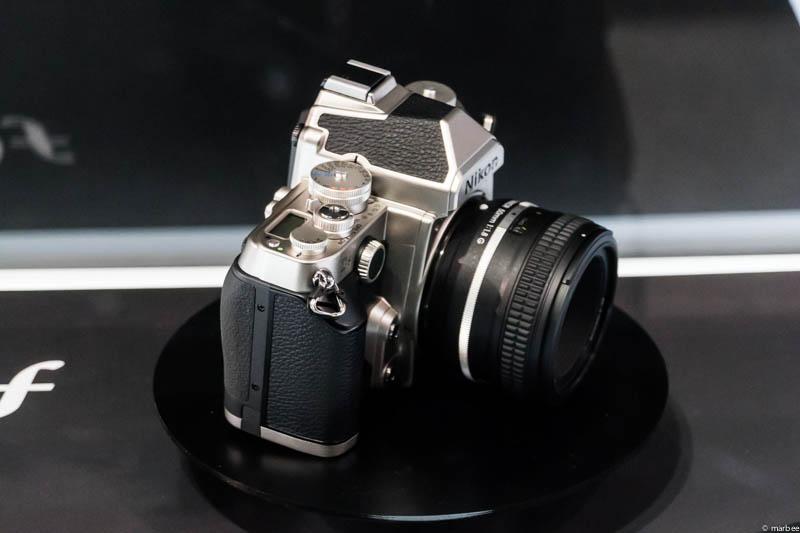 Nikon DF 側面