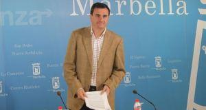 El portavoz del PP, Félix Romero, durante una rueda de prensa