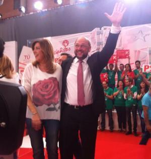 El candidato a la presidencia de la Comisión Europea, Martin Schulz, junto a Susana Díaz en Málaga