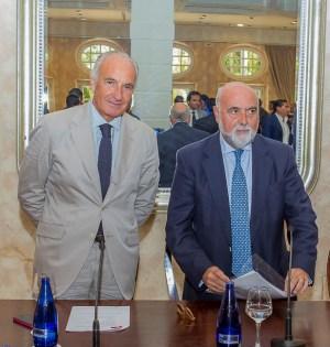 El presidente de los urbanizadores, Ricardo Arranz, junto al secretario de la Confederación de Empresarios de Andalucía (CEA), Antonio Carrillo, en imagen de archivo