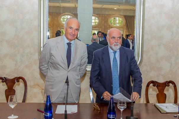 El presidente de los urbanizadores, Ricardo Arranz, junto al secretario de la CEA, Antonio Carrillo