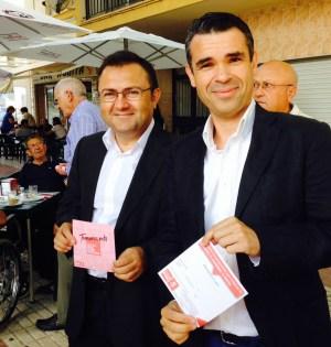El líder del PSOE de Marbella, José Bernal (drcha), junto al secretario provincial, Miguel Ángel Heredia