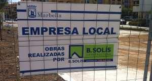 Cartel de obras adjudicadas a Bonifacio Solís en San Pedro