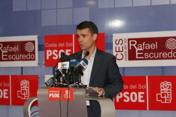 El candidato a la Alcaldía por el PSOE, José Bernal, en rueda de prensa