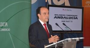 El consejero de Turismo, Rafael Rodríguez, durante la rueda de prensa que ofreció este miércoles en Málaga. Foto de Turismo Andaluz.