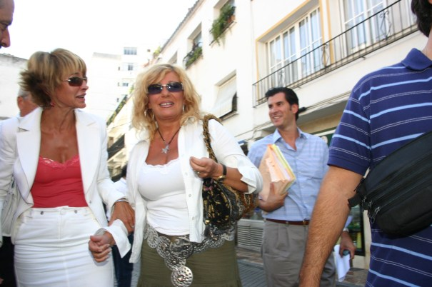 La exalcaldesa de Marbella Marisol Yagüe junto a la exprimera teniente de alcalde Isabel García Marcos, en una imagen de 2006. Foto/ J.C. Villanueva