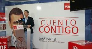 El portavoz municipal del PSOE, José Bernal, este lunes en rueda de prensa