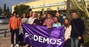 El Consejo Ciudadano de Podemos Marbella reunido frente al Hospital Costa del Sol