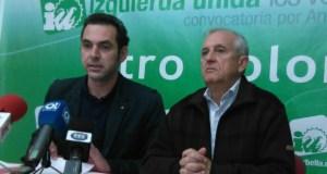 Los concejales de IU-CA en Marbella, Miguel Díaz y Enrique Monterroso, este viernes en rueda de prensa