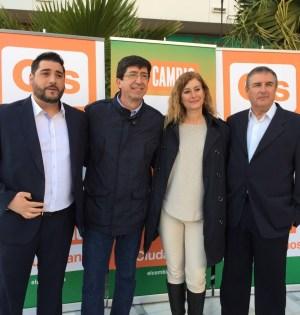 El excoordinador local de Ciudadanos Marbella, Juan Soriano (primero izqda) junto a los diputados electos en Andalucía Juan Marín e Irene Rivera, durante la campaña electoral autonómica. Foto/ marbellaconfidencial.es