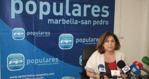 La portavoz del PP de Marbella y edil electa, Carmen Díaz, este viernes en rueda de prensa. Foto/ marbellaconfidencial.es