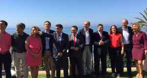 Alcaldes y alcaldesas socialistas de la provincia reunidos este lunes en Marbella junto a los dirigentes Miguel Ángel Heredia y Francisco Conejo.