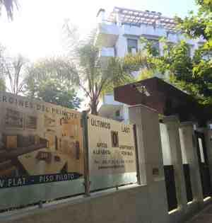 Entrada principal de la promoción legalizada de Jardines del Príncipe en Marbella. Foto/ marbellaconfidencial.es