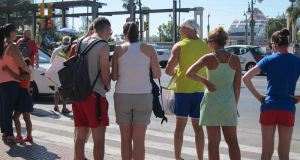 Turistas extranjeros pasean por el centro de Málaga. Foto/ Europa Press