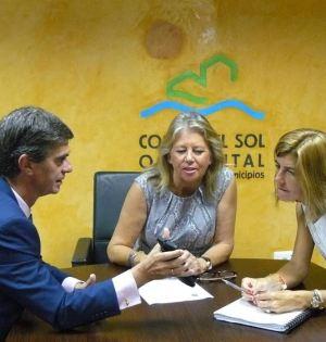 La alcaldesa de Marbella, Ángeles Muñoz, en imagen de archivo, reunida con el presidente del CIT y su gerente, Juan José González y Begoña Castillo, respectivamente. Foto/Europa Press