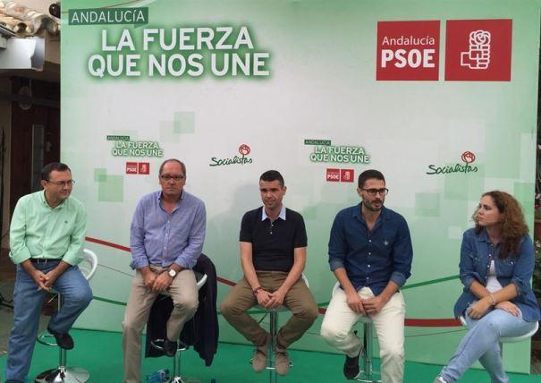 De izqda a drcha Miguel Ángel Heredia, Juan Cornejo y José Bernal durante un acto de Juventudes Socialistas celebrado este sábado en Marbella. Foto/ Europa Press