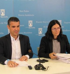 Bernal y Pérez comparecen para tratar asuntos sobre urbanismo y el vivero de empresas de Nueva Andalucía. Foto: Cecilio Galdón