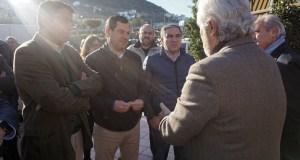 El presidente del PP de Andalucía , Juan Manuel Moreno (centro), junto al presidente del PP de Málaga, Elías Bendodo (drcha) este viernes en Coín. Foto/ marbellaconfidencial.es